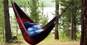 How to hammock in cold weather - using a sleeping pad.